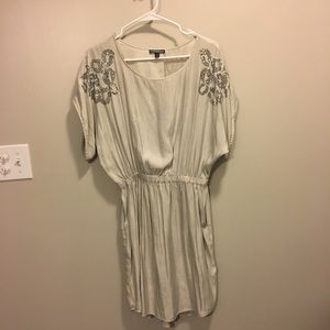 Express cream dress w/ pockets